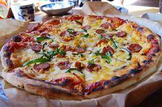 フードメニューはピザのみ。ぜひ自慢のピザをお試しあれ。