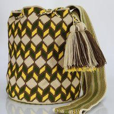 277 отметок «Нравится», 1 комментариев — Just Wayuu (@just.wayuu) в Instagram: «Handcrafted handbags made by indigenous wayuu in the north of Colombia. Worldwide shipping – envíos…»