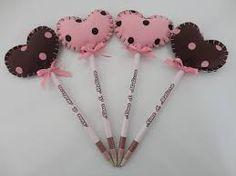 Resultado de imagem para ponteira de lapis passo a passo carro Summer Crafts, Fun Crafts, Diy And Crafts, Crafts For Kids, Arts And Crafts, Valentine Crafts, Valentines, Pen Toppers, Minnie Mouse Pink