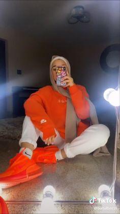 Modern Hijab Fashion, Modesty Fashion, Muslim Fashion, Fashion Outfits, Retro Outfits, Cute Outfits, Cute Sweatpants Outfit, Hijab Fashionista, Photos
