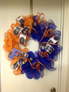 FL Gators wreath. Really want to make one of these!
