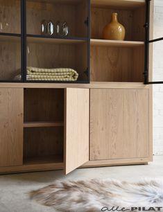 Built In Furniture, Deco Furniture, Custom Furniture, Furniture Design, Stylish Kitchen, Modern Kitchen Design, Interior Design Kitchen, Glass Bookcase, Dining Room Storage