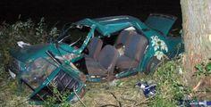 Zraněného řidiče převážel vrtulník. V pondělí pět minut před šestou hodinou ráno povolalo operační středisko hasiče z Nepomuku do Kasejovic k dopravní nehodě osobního auta. Zraněného řidiče hasiči společně se zdravotnickou záchrankou z auta vyprostili a do nemocnice ho transportoval vrtulník.
