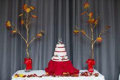 Fall wedding cake Fall Wedding Cakes, Wedding Pics, Wedding Ideas, Creative Cakes, Table Decorations, Christmas Ornaments, Holiday Decor, Home Decor, Autumn Wedding Cakes