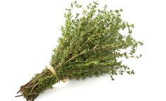 Far too many spice racks lack thyme. They're also missing out on some unexpected health benefits of thyme. Health Benefits Of Thyme, Home Remedies, Natural Remedies, Rheumatische Arthritis, Health And Nutrition, Health Fitness, Super Pouvoirs, Healing Herbs, Herbs