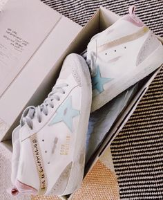 Dr Shoes, Swag Shoes, Hype Shoes, Me Too Shoes, Preppy Summer Outfits, Preppy Clothes, Trendy Outfits, White Nike Shoes, Pretty Shoes
