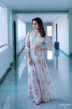 Photos: An elegant Raashi Khanna promotes Tholi Prema - Pinkvilla - News Pool Party Dresses, Pool Party Outfits, Abaya Fashion, Indian Fashion, Fashion Dresses, Women's Fashion, Stylish Dresses, Nice Dresses, Casual Dresses