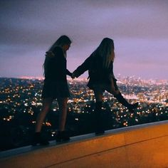 sarah rae mayne and indy blue at the griffith observatory hands couple Girlfriend Goals, Images Gif, Cute Lesbian Couples, Photo Couple, Couple Pictures, Couple Aesthetic, Aesthetic Girl, Best Friends Aesthetic, Travel Aesthetic