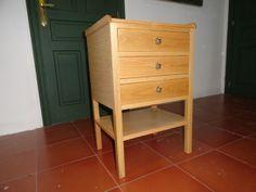 """Mesilla de noche fabricada de forma totalmente artesanal en nuestro taller de """"Muebles de La Granja"""" con madera de roble y excelente relación calidad-precio. La podéis encontrar en muebles outlet. http://www.mueblesdelagranja.es/es/outlet-de-muebles/112-mesilla-de-noche-46x35x70-cm.html"""