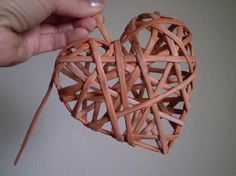 My progress to heart, photo process Diy Crafts For Home Decor, Diy Arts And Crafts, Diy Craft Projects, Paper Basket Weaving, Willow Weaving, Drinking Straw Crafts, Braid Quilt, Origami And Quilling, Magazine Crafts