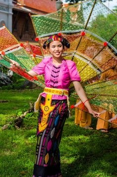 The Tai Yai - The forgotten hill tribe of Northern Thailand dancer