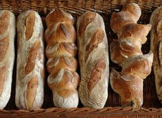 Absolutely perfect amazing to die for article about bread (in czech language)! Monday breads here we come :-) Baguette Bread, Czech Recipes, Food Inspiration, Bread Recipes, Menu, Baking, Tortillas, Czech Republic, Pizza