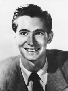 Anthony Perkins, 17 years old. I knew Tony in NYC, we were neighbors in Chelsea. i found him to be a very real human person,( well as real as an actor can be. rip tony really gone to soon, so glad Berry was there with you. Hollywood Music, Hollywood Icons, Hollywood Actor, Golden Age Of Hollywood, Hollywood Stars, Old Hollywood, Classic Hollywood, Anthony Perkins, Celebrity Kids