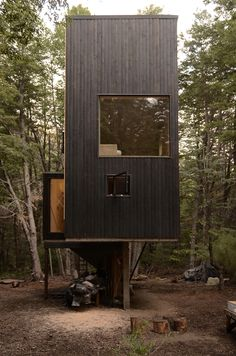 Image 8 of 16 from gallery of Shangri-la Cabin / DRAA + Magdalena Besomi. Photograph by Magdalena Besomi Cabin Design, Cottage Design, House Design, Residential Architecture, Architecture Design, Sustainable Architecture, Timber Cabin, Tower House, Tiny House Cabin