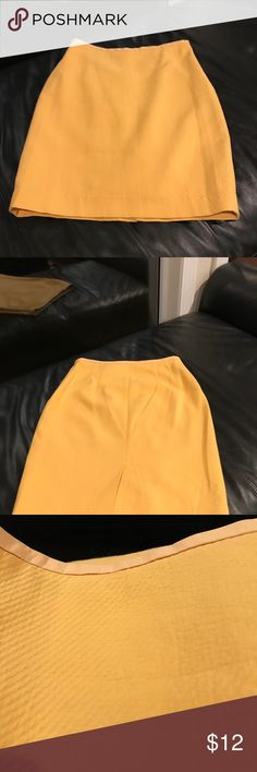 Ladies skirt Beautiful gold /mustard straight skirt ! Side zipper fully lined. The Limited Skirts Pencil