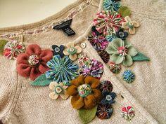 Customização de cardigã com flores