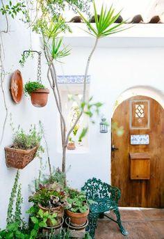 Boho Patio :: Backyard Gardens :: Courtyard + Terraces :: Outdoor Living Space :: Dream Home :: Decor + Design :: Free your Wild :: See more Bohemian Home Style Ideas + Inspiration Outdoor Spaces, Outdoor Living, Outdoor Decor, Outdoor Ideas, Exterior Design, Interior And Exterior, Plantas Indoor, Spanish Style, Spanish Revival