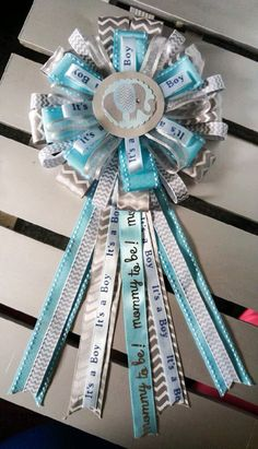 Elephant Baby Shower corsage Distintivos Baby Shower, Fotos Baby Shower, Regalo Baby Shower, Boy Baby Shower Themes, Baby Shower Gender Reveal, Baby Shower Gifts, Elephant Baby Boy, Elephant Theme, Elephant Baby Showers