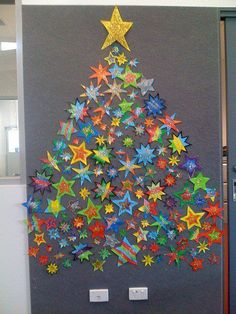back to school tree made of stars - Christmas bulletin board idea Classroom Door Decorations Classroom Organization Preschool Christmas, Noel Christmas, Christmas Projects, Winter Christmas, Holiday Crafts, Christmas Activities Ks2, Teacher Christmas Card, Christmas Cards For Children, Childrens Christmas Card Ideas