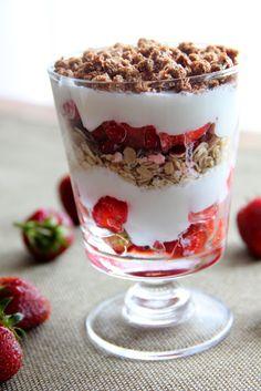 Kuchnia w wersji light: Płatki owsiane z truskawkami i jogurtem