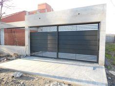Fabricación, venta e instalación de portones automáticos. Front Gate Design, House Gate Design, Garage Door Design, Wooden Door Design, Gate House, Entrance Design, Railing Design, Garage Doors, Front Gates