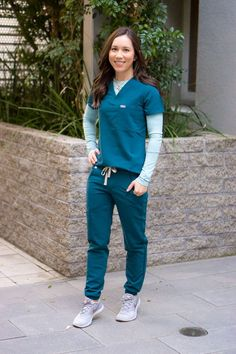 Healthcare Uniforms, Medical Uniforms, Dope Fashion, Fashion Pants, Fashion Fall, Style Fashion, Scrubs Outfit, Scrubs Uniform, Best Joggers