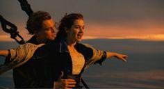 Rose : J'ai changé d'avis, ils ont dit que vous seriez sûrement... Jack : Chut ! Donnez moi votre main... Et fermez les yeux, allez. Montez là dessus, accrochez vous au garde-fou. N'ouvrez pas les yeux, ne regardez pas ! Rose : Je ne regarde pas. Jack : Montez sur la balustrade... Redressez-vous, tenez bon, gardez les yeux fermés... Vous avez confiance en moi ? Rose : J'ai confiance en vous. Jack : Très bien, ouvrez les yeux. Rose : Je vole Jack !