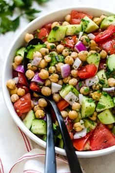 This healthy, summer Chickpea Salad with cucumbers and tomatoes is great for lun. - This healthy, summer Chickpea Salad with cucumbers and tomatoes is great for lunch or as a side dis - Greek Chickpea Salad, Chickpea Salad Recipes, Vegetarian Recipes, Cooking Recipes, Healthy Recipes, Garbanzo Salad, Ww Recipes, Greek Cucumber Salad, Mediterranean Chickpea Salad