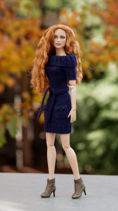 This knitting pattern can help you create a simple cowl-necked sweater dress like the one pictured here. The dress may fit a variety of 17 inch dolls, but is specifically fitted to Robert Tonners Tyler Wentworth. The dress is knitted from the cowl neck down, with a self-edged back ribbing. The optional pockets are knitted separately and sewn on, and the simple belt finishes off the outfit.  Supplies * Lightweight fingering yarn--I used Palette  or Stroll , available from www.knitpicks.com…
