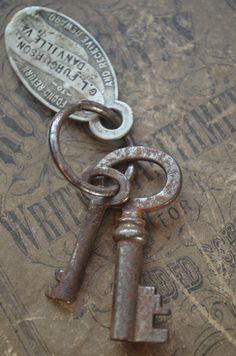 Antique Keys and Tag Antique Keys, Vintage Keys, Vintage Books, Under Lock And Key, Key Lock, Old Fashioned Key, Old Keys, Skeleton Keys, Keys Art