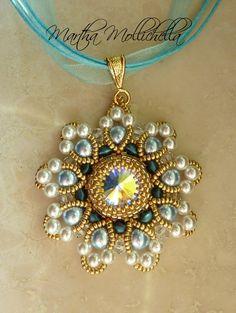 Martha Mollichella: Parure Prague con Cristalli e Perle Swarovski Geek Jewelry, Bead Jewellery, Gothic Jewelry, Pendant Jewelry, Beaded Jewelry Patterns, Beaded Ornaments, Necklace Designs, Fashion Bracelets, Beaded Earrings