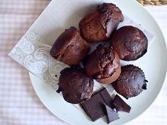 Suklaa-viikunamagdalenakset (päälle kookoskermavaahtoa)