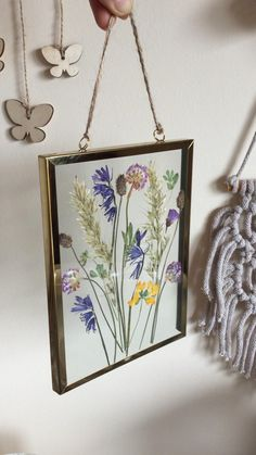 Pressed Flowers Frame, Dried And Pressed Flowers, Pressed Flower Art, Flower Frame, Dried Flowers, Cricket Crafts, Hanging Flower Wall, Flower Artwork, Aesthetic Indie