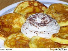 Rychlé jogurtové lívanečky Czech Desserts, My Favorite Food, Favorite Recipes, Low Carb Recipes, Cooking Recipes, Good Food, Yummy Food, Czech Recipes, Healthy Deserts