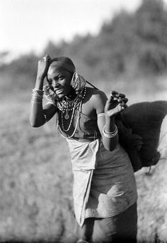 Young Kikuyu woman on the road to Nairobi. Kenya.  ca. 1936 | ©G. Eric Matson