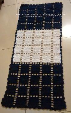 Tapete de barbante azul e branco. Tamanho 40 cm X 130 cm. Ponto alto e correntinha                Mais tapete.             Tapete de...