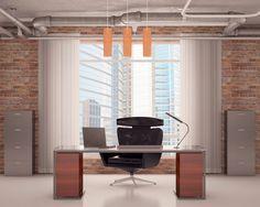 Büro mit freiliegenden Leitungen auf der Decke