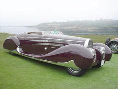 Je fais la pression des pneus, et en voiture Simone! 1939 Bugatti type 57 with custom coachwork made for the Sha of Iran.