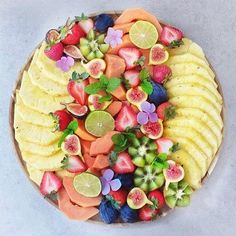 Who loves fruit I have been on a berrywithLOTSOFwhippingcream kick lately I love eating keto because I eat all the fat I want and dont gain a pound rachelsfitkitchen The post Carrots Galore appeared first on Woman Casual - Food and drink Party Platters, Food Platters, Cheese Platters, Party Trays, Party Buffet, Aperitivos Vegan, Snacks Für Party, Fruit Snacks, Fruit Trays
