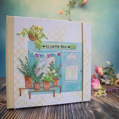 """Ringordner """"La petite fleur"""" Heute zeige ich euch einen Ringordner in 15 x 15 cm, bezogen mit dem wunderschönen Cardstock la petite fleur aud der My little Shop Kollektion in Kombination mit hellgelbem Leinen. ...weiter gehts auf dem Blog ;o) #charlieundpaulchen #scrapbooking #happy #instagood #cardmaking #diycards #cardmakingideas #paperlove #cardsofinstagram #cardmaking #handmade #paperaddict @Himmelsperlen Blog, Instagram, Cover, Cards, Flowers, German Men, Binder, Linen Fabric, Ring"""