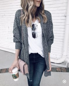 IG- @sunsetsandstilettos- casual fall outfit inspiration