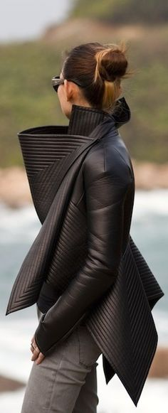 Gareth Pugh leather jacket in black Style Work, Mode Style, Style Me, Glam Style, Look Fashion, Winter Fashion, Womens Fashion, Fashion Design, Fashion Trends