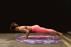 Learn what happens when you do yoga. What are the benefits of regular yoga practice? Should you get into yoga and start practicing more often? Fitness Workouts, Fitness Apps, Full Body Workouts, Sport Fitness, Ab Workouts, Body Fitness, At Home Workouts, Health Fitness, Butt Workout