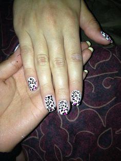 Ombre leopard print nails