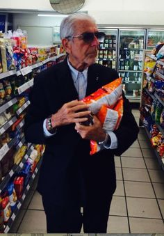 Leonard Cohen getting munchies from the all-night convenience store. ahahaha! This might be my most fave photo of him. :D