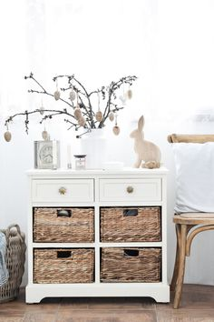 Blog o všetkom, čo ma robí šťastnou. Blog o nás, našom bývaní a chlpatých miláčikoch. Milujem shabby chic štýl Nightstand, Shabby, Table, Blog, House, Furniture, Beauty, Home Decor, Decoration Home