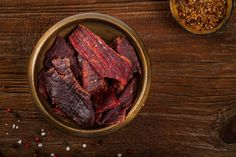 Make delicious beef jerky yourself - with instructions & recipe - Instructions on how to make beef jerky yourself (incl. Deer Steak Recipes, Jerky Recipes, Easy Steak Recipes, Roast Beef Recipes, Healthy Crockpot Recipes, Teriyaki Beef Jerky, Beef Jerkey, Pollo Recipe, Beef Round