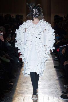 Comme des Garçons Fall 2015 Ready-to-Wear Fashion Show