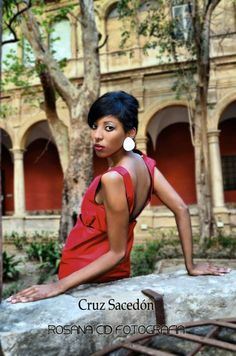 Modelo Chaiwa  #etsy  #black #coat #red #dress #negro #abrigo #rojo #vestido #diseño #design #mujer #zurh #fashion #moda #woman