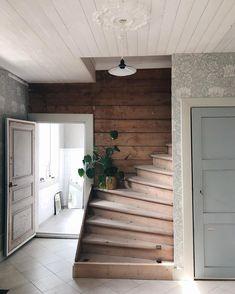 Cottage Entryway, Red Cottage, Kitchen Interior, House Design, Interior Design, Indoor, Home Decor, Luster, Houses